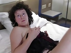 natural amateur mother playing w...